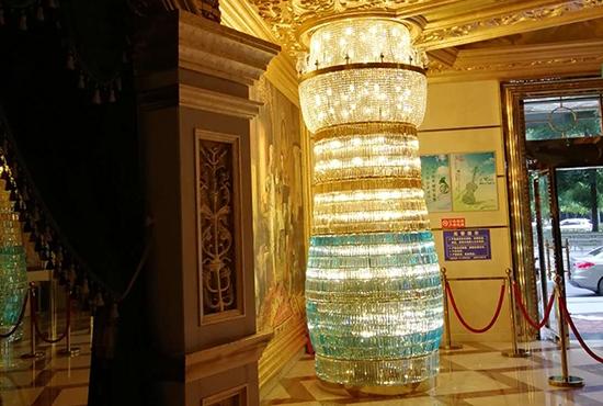 酒店大堂装饰柱子灯具